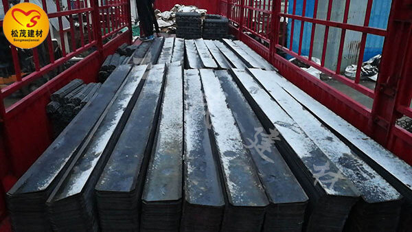 2018年12月5日郑州松茂建材止水钢板、止水螺杆发货贵州